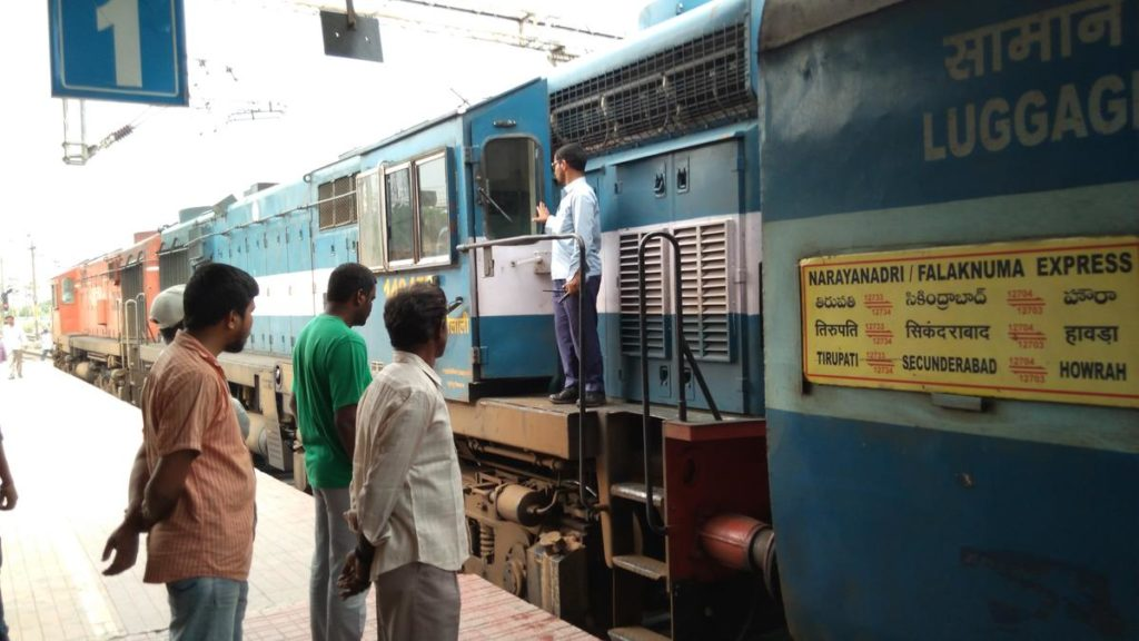expresses 12704 timetable and schedule