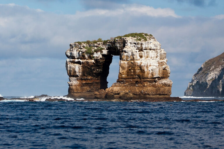 The arch structure of Arche of the iconic Galápagos of Galapagos Island collapsed