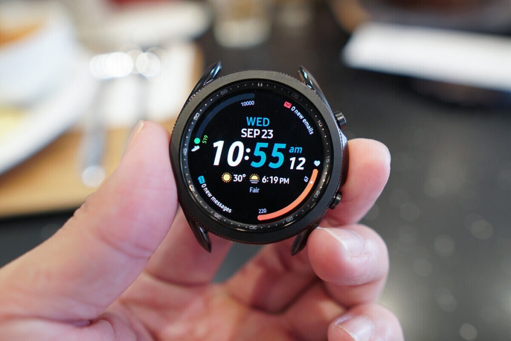 GALAXY WATCH 4 with wear OS to have a personalized IU